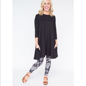 3/4 Sleeve Swing Black Tunic Agnes & Dora Small